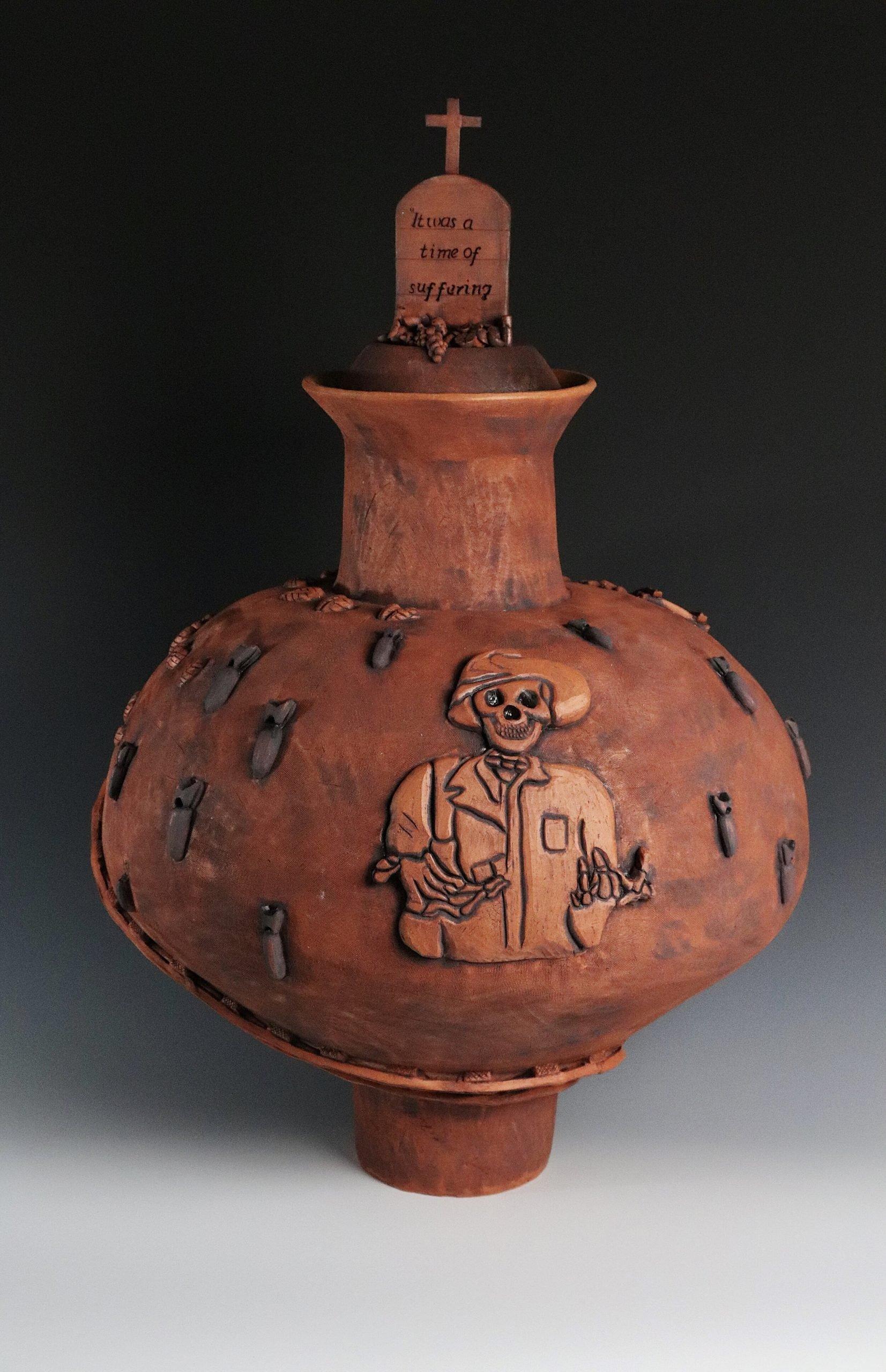 El Camino de Hierro ceramic vase
